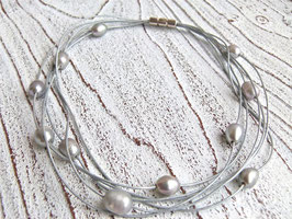 Lederkette mit Süßwasserperlen in silber grau