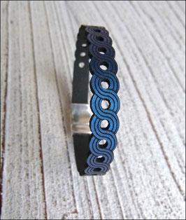 Lederarmband in Metallic Blau mit tollem Lasercut Muster