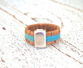 Ring aus Kork vegan zweifarbig in türkis beige mit Zamakelement