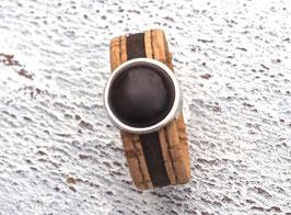 Ring aus Kork vegan 2-farbig mit einer farblich passenden Perle auf Zamak in beige und braun