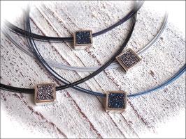 Collier Square in schwarz, grau, dunkelblau oder graublau