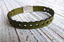 Lederarmband in grün mit tollem Lasercut Muster