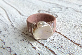 Ring aus Kork in rosa mit  Keshi Perle
