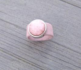 Ring aus Kork vegan mit einer farblich passenden Perle auf Zamak in rosa
