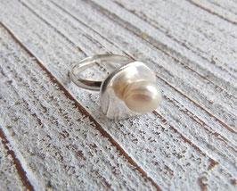 Ring mit 1 Süßwasserperle in Knopfform in weiß, lilac oder rose (je nach Wahl)