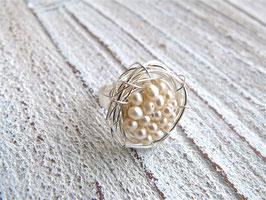 Ring Nest mit echten Süßwasserperlen und Edelstahlringschiene