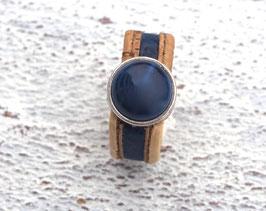 Ring aus Kork vegan 2-farbig mit einer farblich passenden Perle auf Zamak in beige und dunkelblau