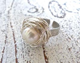 Ring Nest aus Silberdraht mit echter Süßwasserperle und einer Edelstahlringschiene