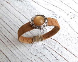 Armband vegan aus Kork in natur beige mit einem pfiffigen Zamak Element und farblich passender Perle