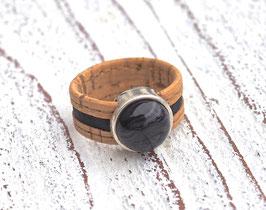 Ring aus Kork vegan 2-farbig mit einer farblich passenden Perle auf Zamak in beige und schwarz