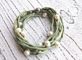 Seidenarmband mit Süßwasserperlen grün