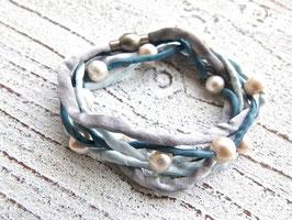 Seidenarmband mit Süßwasserperlen grau blau