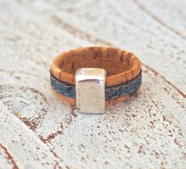 Ring aus Kork vegan zweifarbig in petrol beige mit Zamakelement