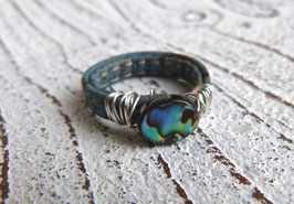 Ring aus Kork in petrol schmal mit Abalone Scheibe