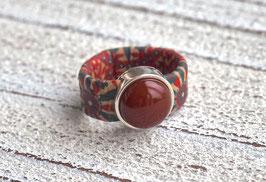 Ring aus Kork vegan Flower Power mit einer farblich passenden Karneol Perle auf Zamak