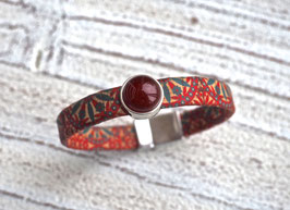 Armband vegan aus Kork im Flower Power Look mit einem  Zamak Element und farblich passender Karneol Perle