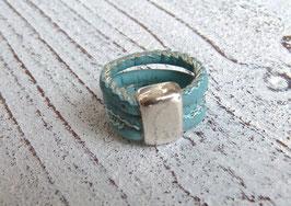 Ring aus veganem Kork in türkis mit einem schlichten Zamak Element
