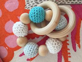Hochet de dentition bois et boule crochet bleu