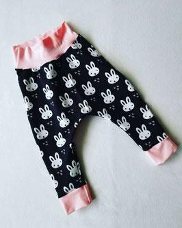 Sarouel Happy bunny noir ceinture et chevilles rose