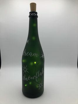 Weinflasche mit Lettering und Korken-Lichterkette (Winterdream)