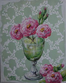 Rosa Rosen in grünem Glas
