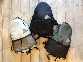 and wander(アンドワンダー) 20L backpack