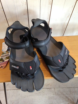 Sazzi(サジ) Digit Runner (Black/Grey)