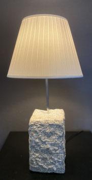 Lampe aus Granitstein