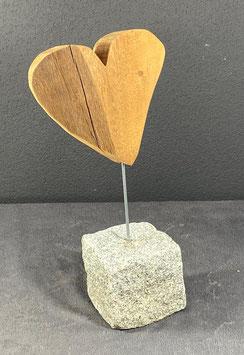 Herz auf Granit