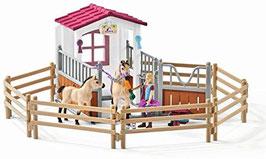 """Schleich 42369 """"Pferdebox mit Arabern und Pferdepflegerin"""""""