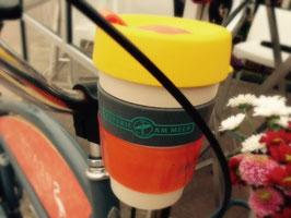 ► Wieder da! Lässig und cool aus Amsterdam: Der Fahrrad-Cupholder für unsere Kaffee-Becher (zur Zeit in transparent rotorange und schwarz)
