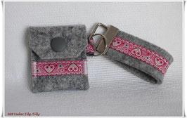 Schlüsselanhänger & Täschchen im Set / Herzen & Blumen / Filz grau-meliert