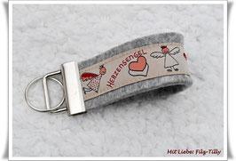 """Schlüsselanhänger aus Filz """"Herzensengel"""" auf grau-meliert"""