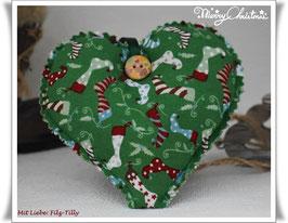 Hübsches Weihnachts - Herz aus Stoff von Tante Emma / Nikolausstiefel auf grün
