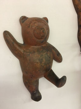 Teddy als Haken, aus Metall rost patiniert, shabby chic