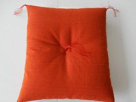 一級寝具技能士(愛知県知事賞受賞)の手作りの座布団 ツムギクロス (だいだい) 55x59cm(銘仙判)