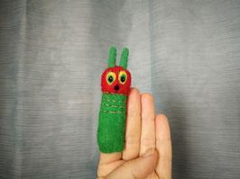 Fingerpuppe grüne Raupe