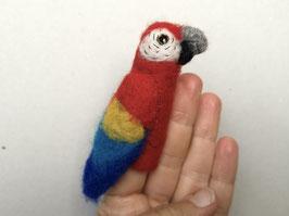 Fingerpuppe roter Ara