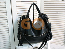 Black one shoulder bag