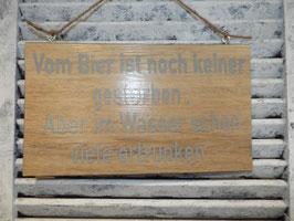 """Schild """"von Bier ist noch keiner gestorben"""""""