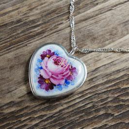 Porzellanherz mit Blumenmalerei in Silber gefasst