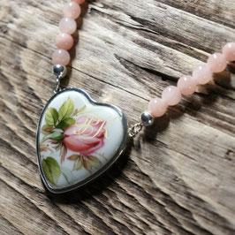 Perlenkette Jade - Herzmedaillon Rosenknospe