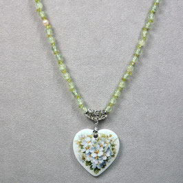 Herzmedaillon , Bukett Weissdornblüten