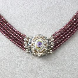 Kropfkette- Medaillon Violette Blüte, Granat