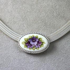 Kette  Violette Blüten, massiv in Silber gefasst, Perlrand