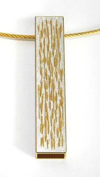 Anhänger an vergoldetem Edelstahlseil