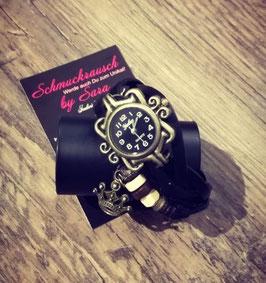 Wickelarmband schwarz mit Uhr und Kronenanhänger