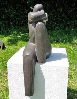 "Skulptur aus Keramik ""Sitzende Frau"""
