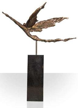 """Skulptur """"Mit goldenen Flügeln zum Ziel"""""""