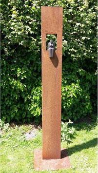 """Skulptur aus Eisen und Keramik """"Sitzende Frau III"""" 200 cm"""